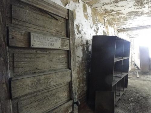 linen cloth room